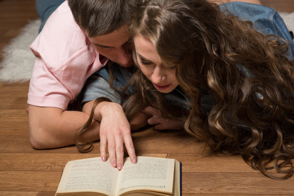 Connected Couple Reading Date Book